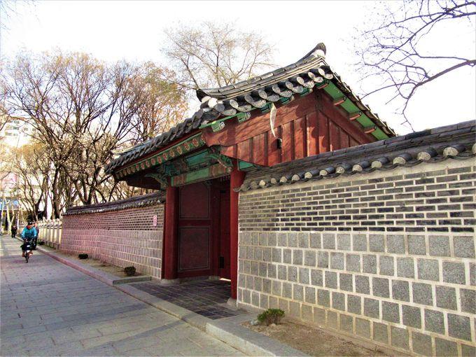 円覚寺の跡地に整備されたタプコル公園