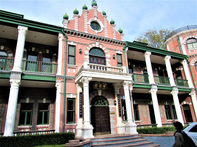 建築ファン必見!園内に点在する歴史的建造物