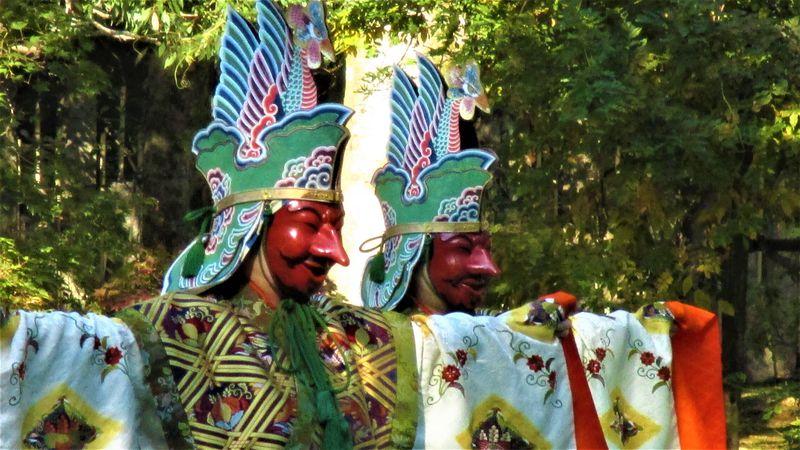 秋の野外で舞楽を!奈良・萬葉植物園「文化の日萬葉雅楽会」