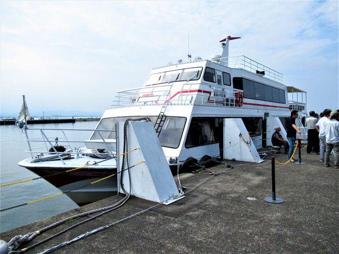 長浜港を出航する「竹生島クルーズ」