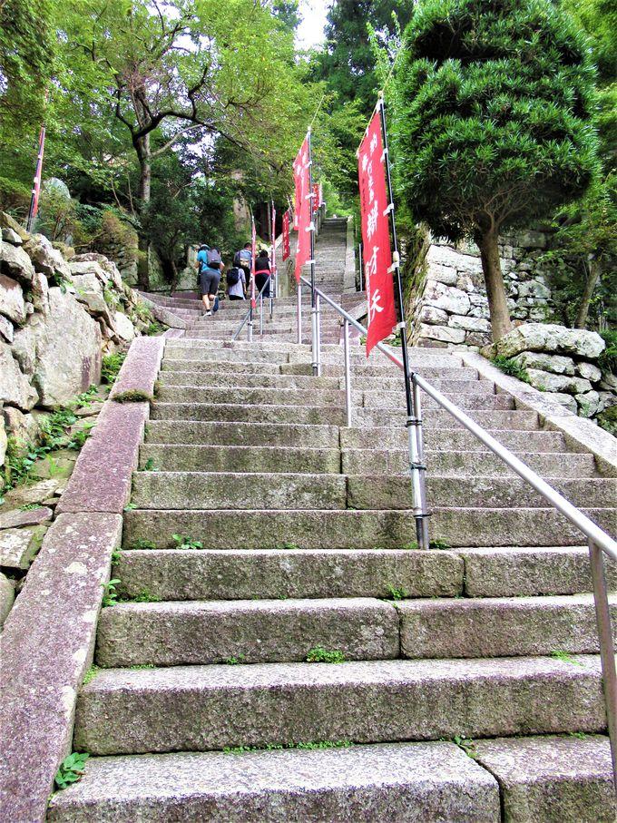 国宝の建造物を擁する宝厳寺と都久夫須麻神社