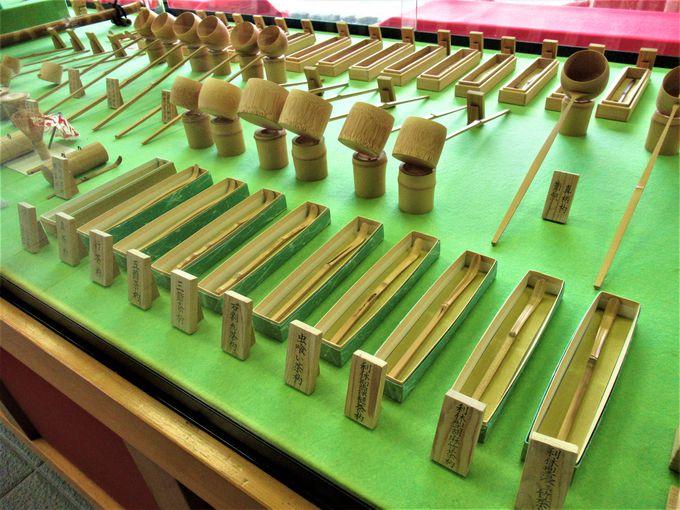 茶筅をはじめとした竹製品の展示コーナー