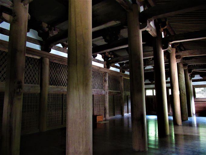 天井も見上げよう!堂内で見られる折衷様式