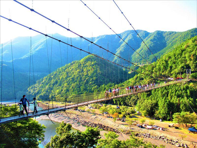 揺れる、揺れる!スリル満点!奈良県十津川村で「吊り橋めぐり」