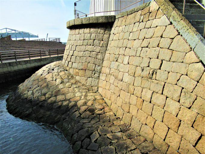 堅牢な石積みによる土台部分