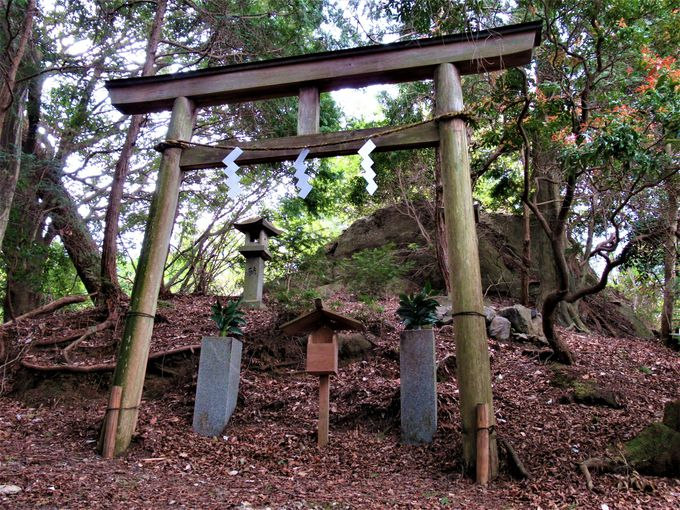巨石信仰を残す都祁山口神社