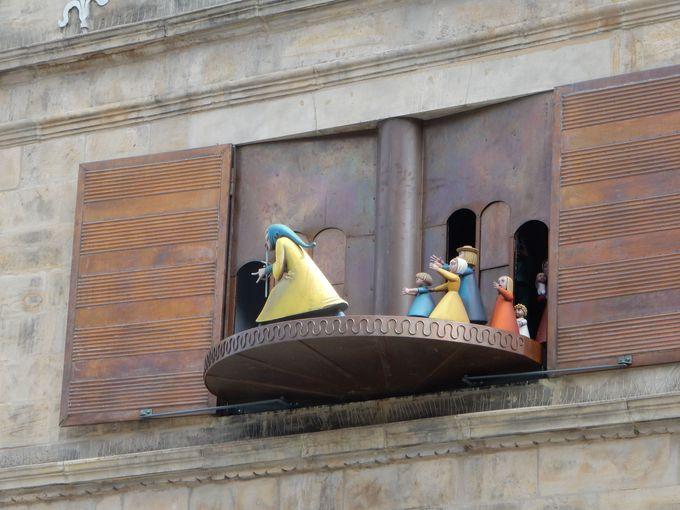 700年前にいったい何が? 「マルクト教会」と「結婚式の家」の仕掛け時計
