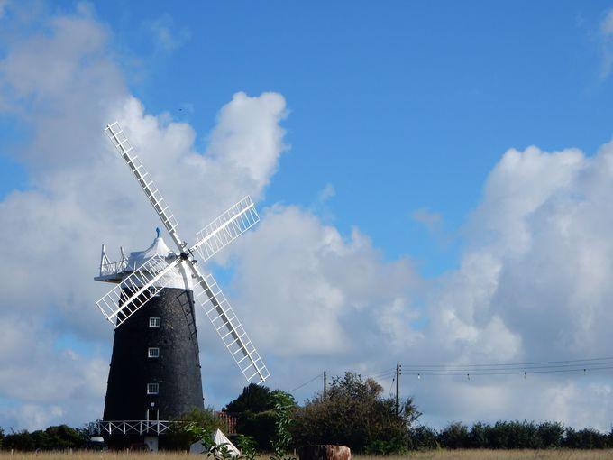 挿し絵と同じ姿で残る「風車小屋」