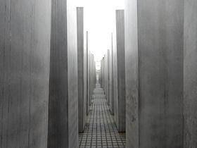 2711基の石碑は何を語る?〜ベルリン「ホロコースト記念碑」