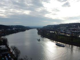 ヴルタヴァ川を見下ろすチェコ「ヴィシェフラット」でいにしえの時に触れる