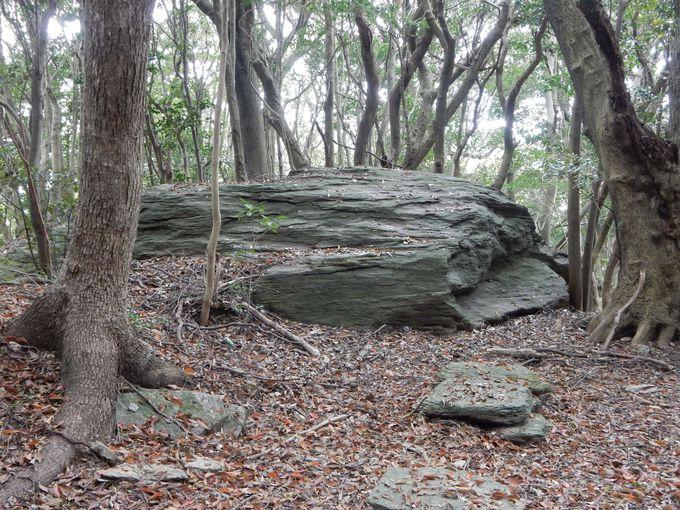 信者たちが「オラショ」を唱えた「祈りの岩」