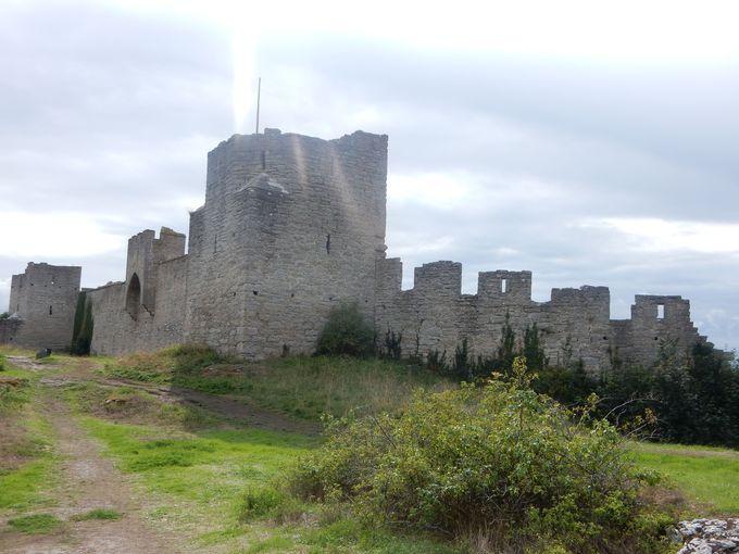 町を囲む3�qの城壁