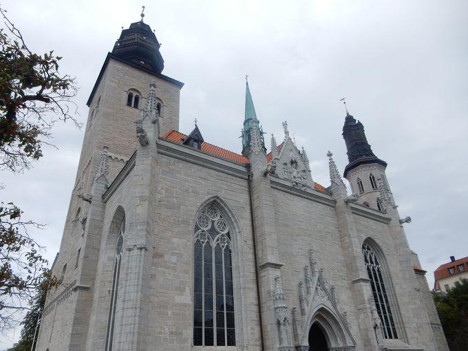 町の至るところに残る教会跡