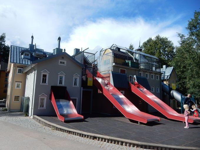 3分の1サイズの家、子どもたちの「力」を引き出す遊び場