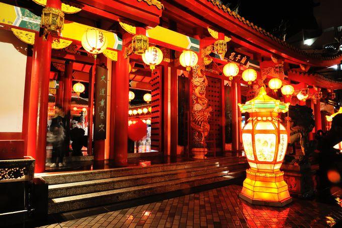 孔子廟はひときわ幻想の世界に包まれる!