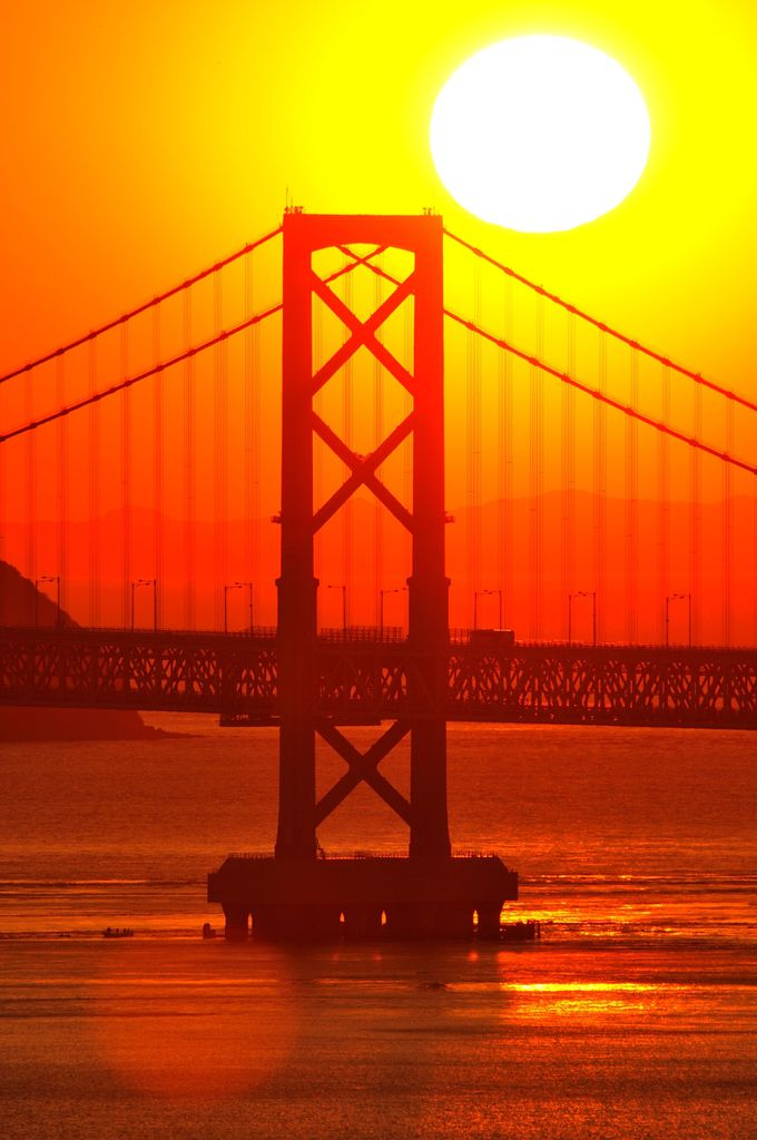 大鳴門橋と四国山脈を染める夕陽でワンダーランドの旅を締めくくる!