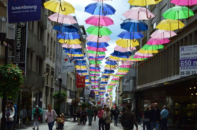 周辺各国の文化が融合した旧市街の街並み