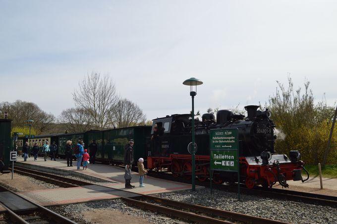 機関車ファンが集うリューゲン海岸鉄道ビンツ駅