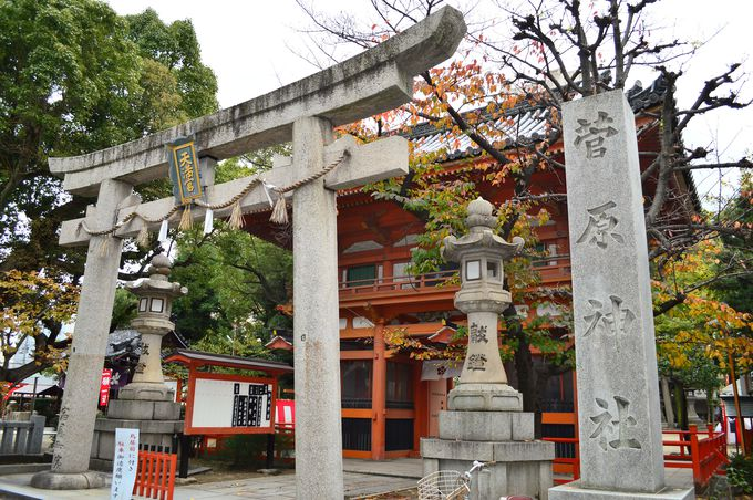 商人の健康の守り神を祀る菅原神社(大小路駅)