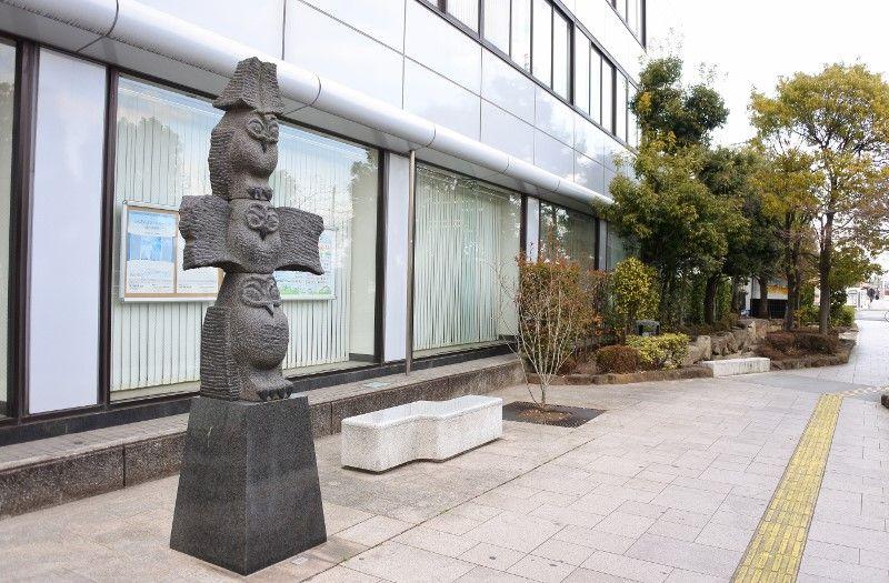 駅前まで続く、彫刻の道