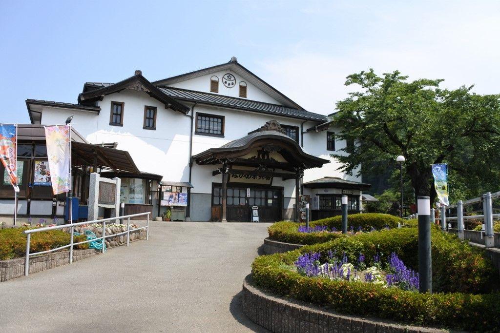 昭和の賑わいを残す劇場「ながめ余興場」