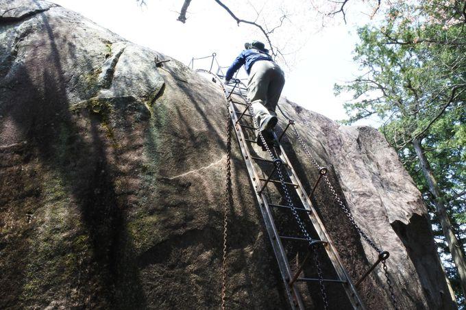 巨岩の上に登ってみると…