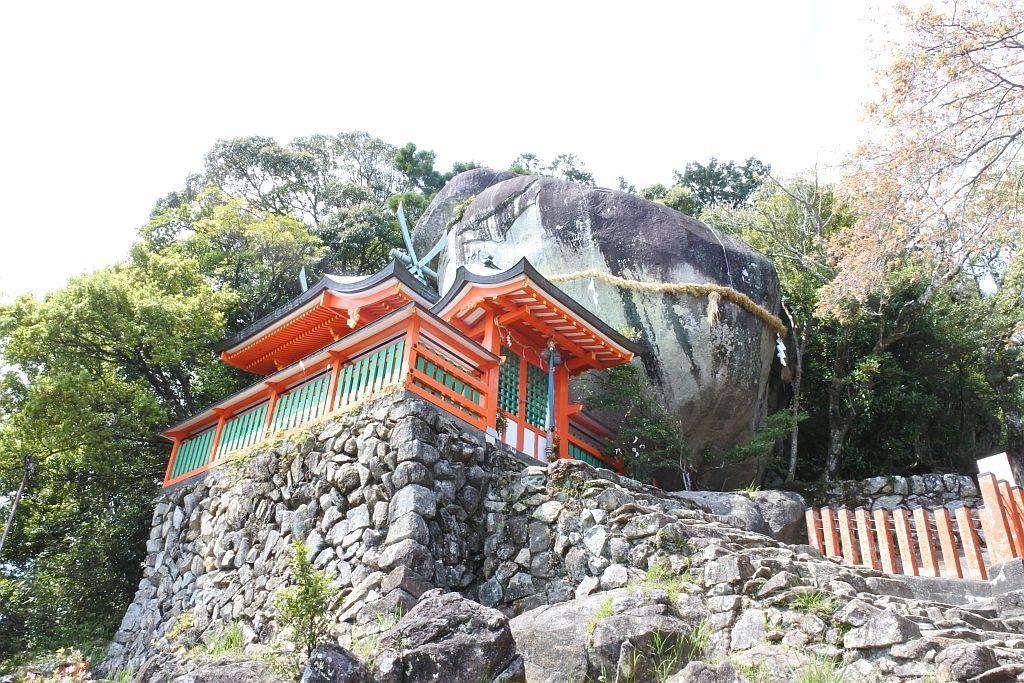 ゴトビキ岩まで538段の険しい石段を登る