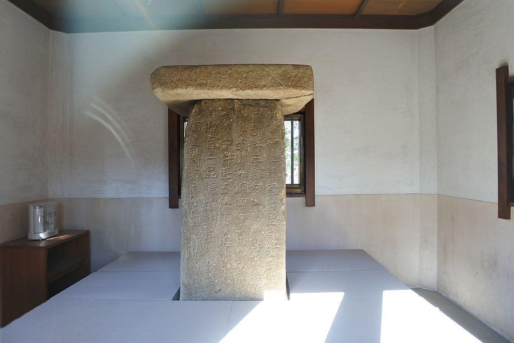 三碑の中で最大のスケール:多胡碑