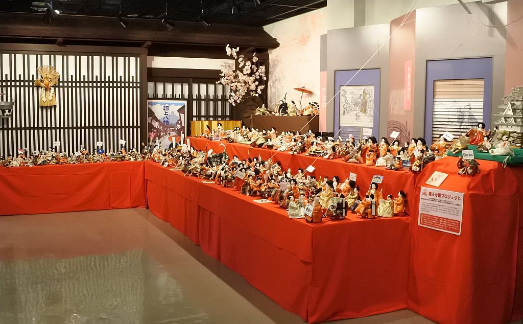 郡上八幡博覧館は800体以上の大人形絵巻
