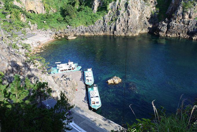 洞窟を抜けて「海中透視船」船乗り場へ