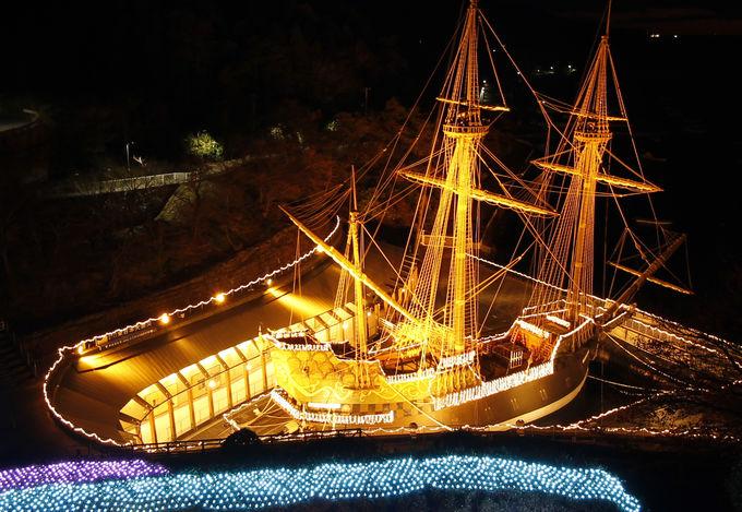 船が金色に輝く感動的なライトアップ