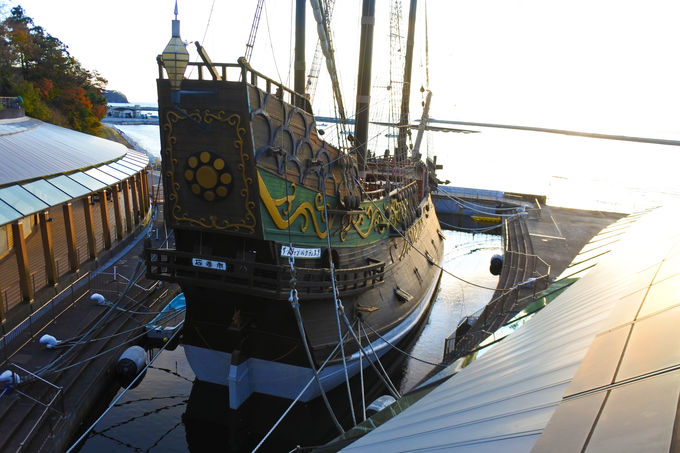 中段野外広場からより近くで美しい船体を