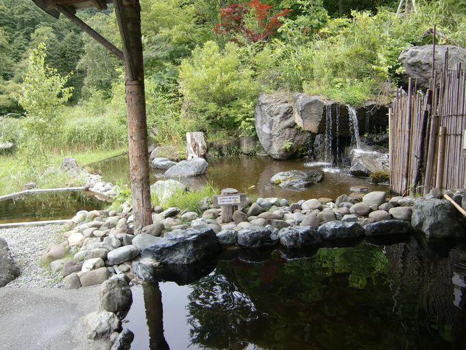 滝が見える露天風呂も!森の中の温泉「開拓ふくろふ乃湯」
