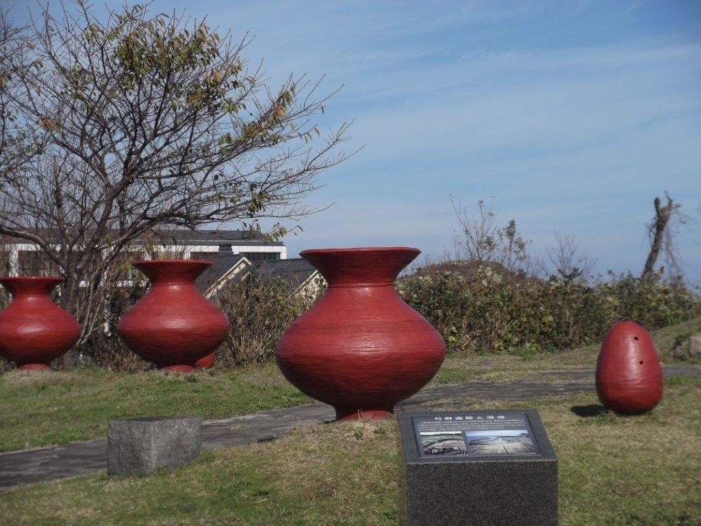 道の駅「てんきてんき丹後」は竹野遺跡上!芝生公園にはモニュメント