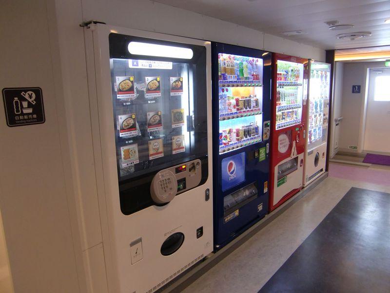大浴場に自動販売機コーナーが充実!冷蔵ロッカーも!