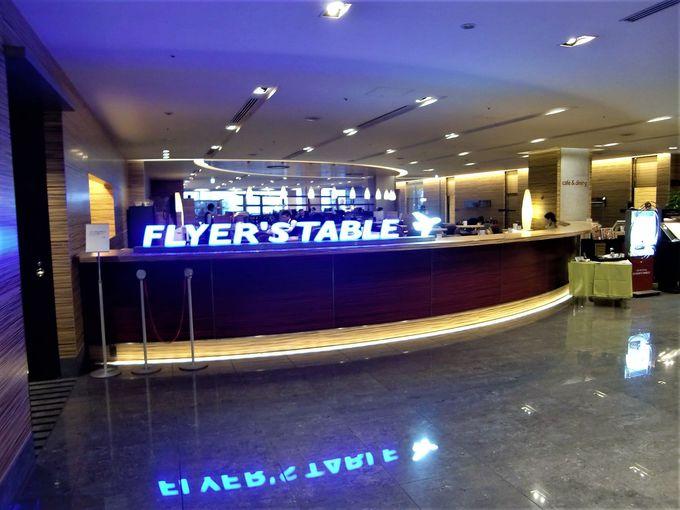 レストラン「FLYER'S TABLE」は開放感いっぱい!