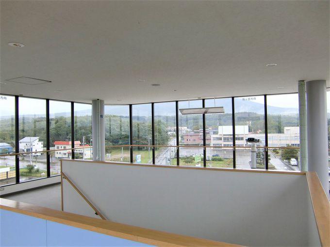 4階展望ホールで景色を眺めよう!