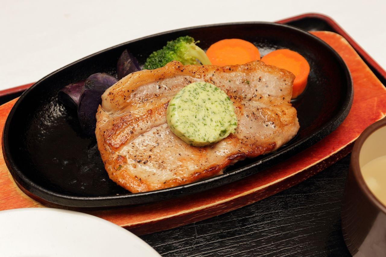 レストラン「渚のしらべ」は地元産ホタテ・豚肉料理がうまい!