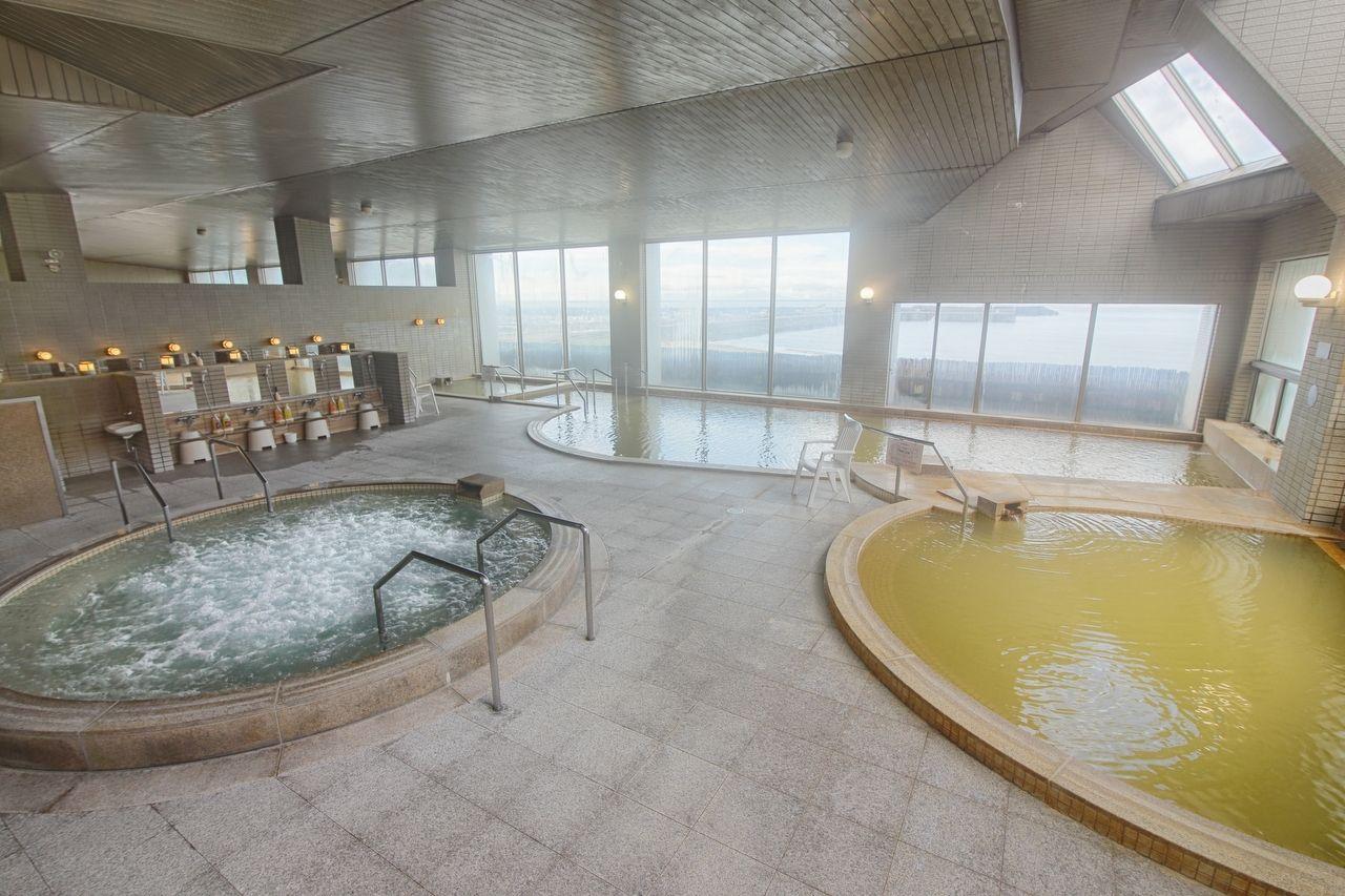 温泉は天然かけ流し!露天風呂も!