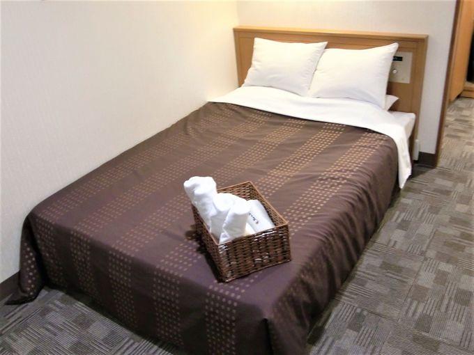 全客室が広いデスク・広いベッド・高遮音性の壁付!