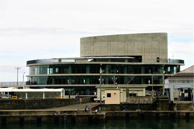 岡田港は津波対策施設を兼ねた新ターミナルがオープン!
