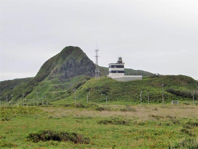 奥尻島最北端には石を海岸に積み上げた霊場「賽の河原」