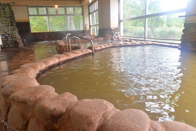 3つの泉温が違う湯船!窓からの眺めも素晴らしい