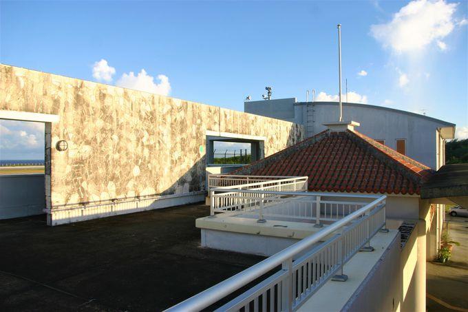 海・滑走路の眺めが素晴らしい展望デッキと大東ラグーン!