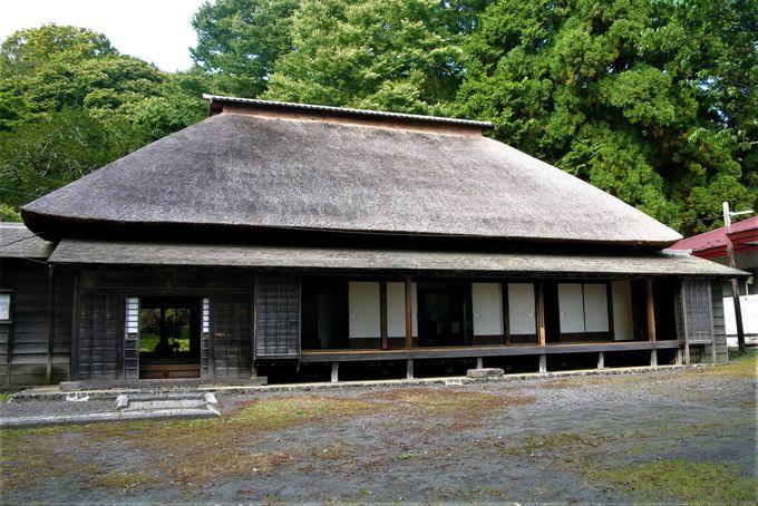 北海道最古・茅葺屋根の国指定史跡!有珠善光寺