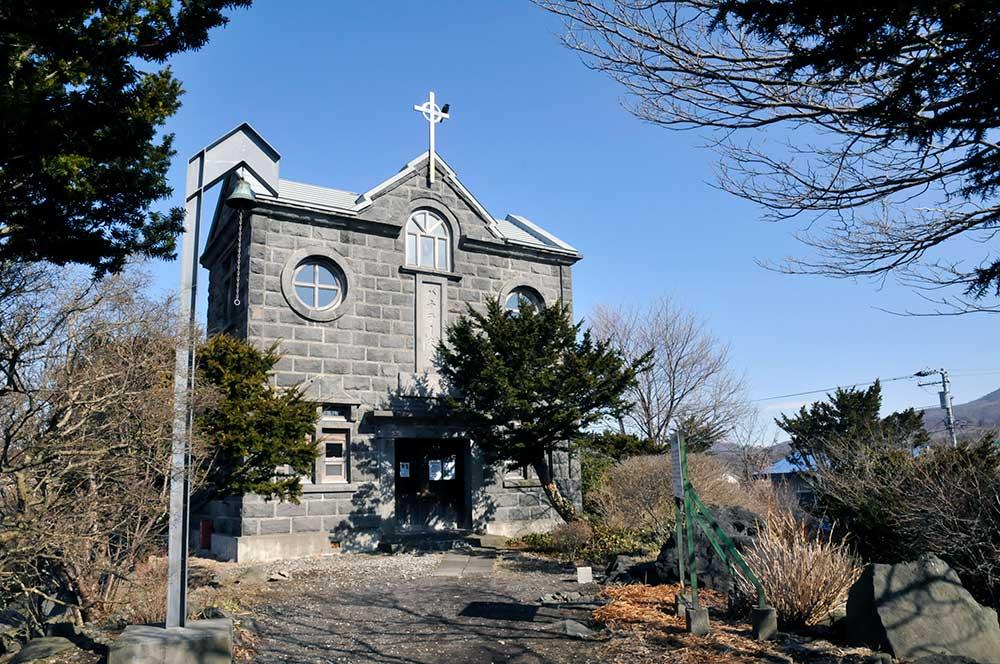 バチラー夫妻記念教会堂は石造りの教会!近くには恋人海岸