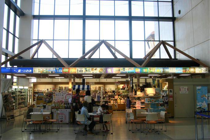 エアポートショップ萩・石見には空港限定のはちみつ菓子に酒!