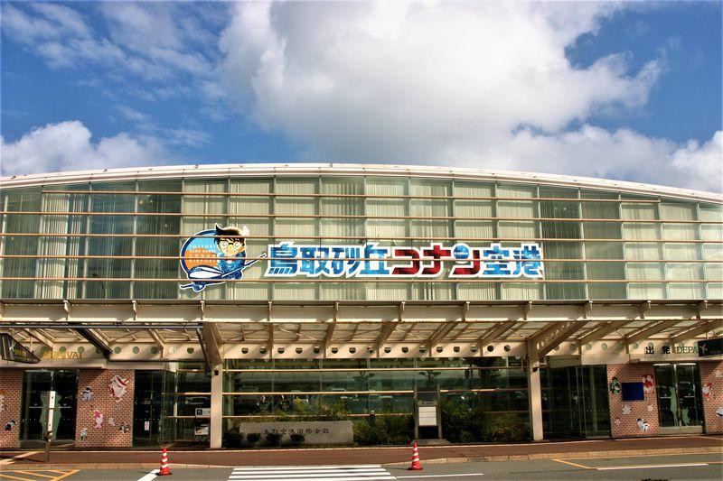 「鳥取砂丘コナン空港」は名探偵コナンが待つグルメな空港!