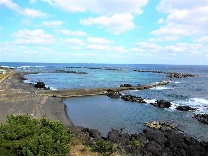 三宅島・錆ヶ浜港はサバサンドカフェ!八丈島は海水浴場そば