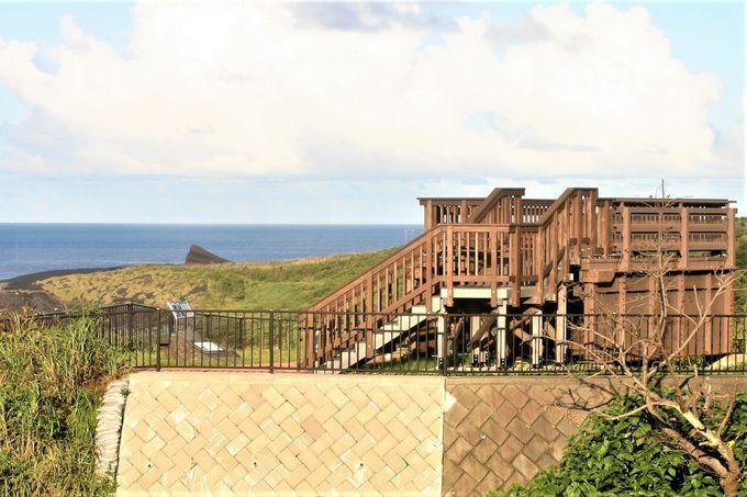噴火後の仮橋を展望台に!御蔵島がきれい「立根橋公園」